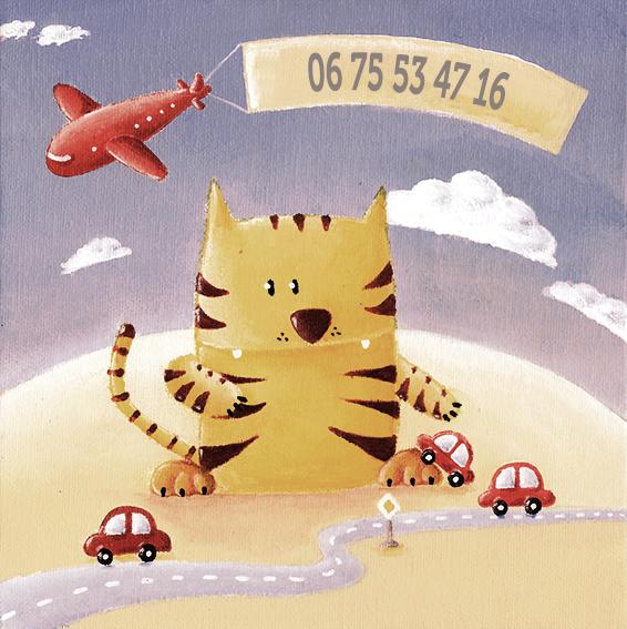 Un tigre joue avec des petites voitures